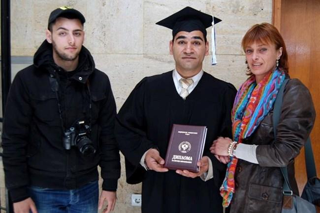 """В деня на дипломирането на Иван, който в момента работи в Лондон в център по рехабилитация, а преди това е част от защитено жилище """"Заедно"""""""