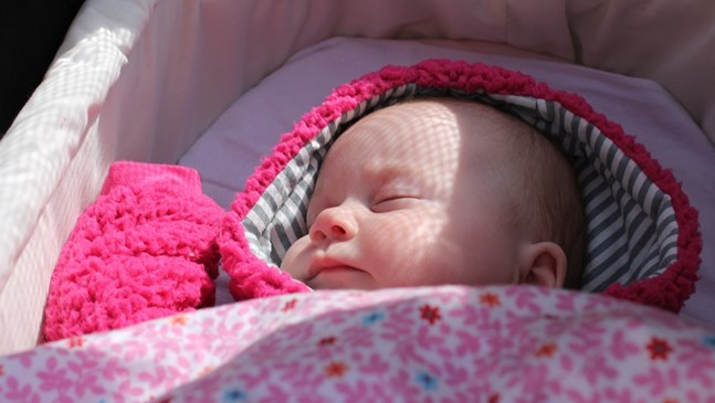 Родените през лятото бебета могат да се изведат навън през втората седмица