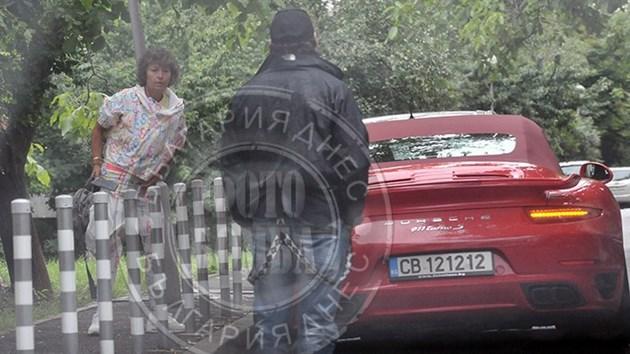 ФОТОГАЛЕРИЯ - Министър яхна червено порше