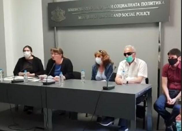 Сачева: Това не е протест на майки на деца с увреждания, а тежка политическа провокация (Видео, обновена)