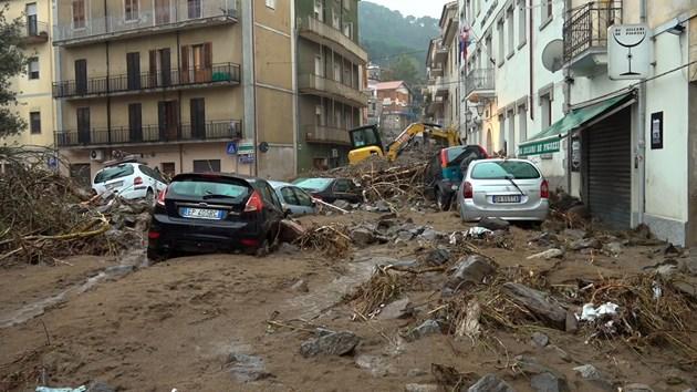 Трима загинаха при наводнения в Сардиния (Видео)