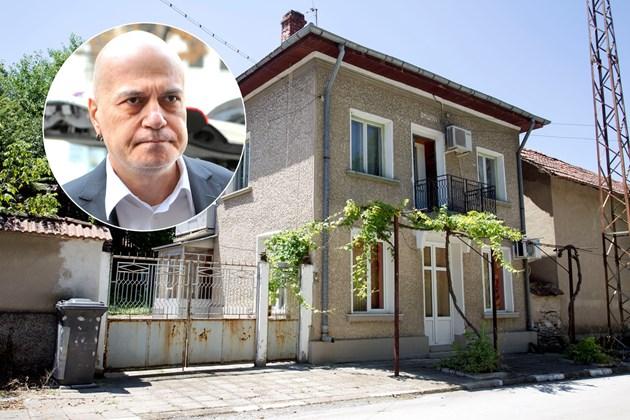 Слави продаде къщата си в Учиндол