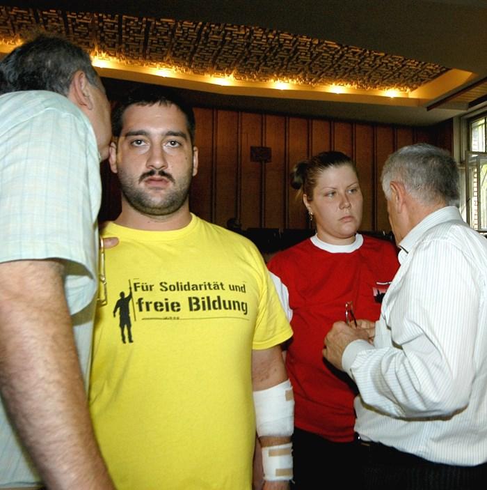 Жарко Момчилович в съда през 2007 г., когато се опитаха да го убият в София.