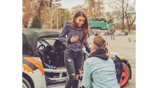 Наум Шопов се сгоди за си приятелката си Теа Минкова (Снимка)