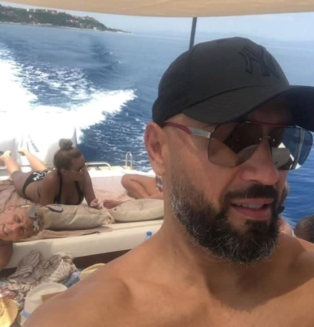 Яна и Петко на яхта без децата