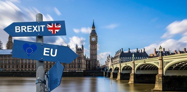 Великобритания полита към пропастта