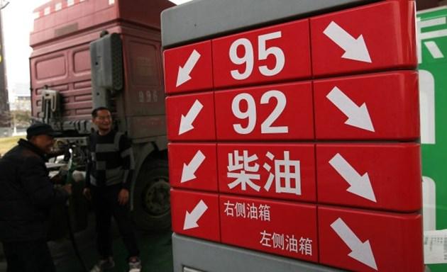 Китай намалява цените на дребно на горивата от вторник