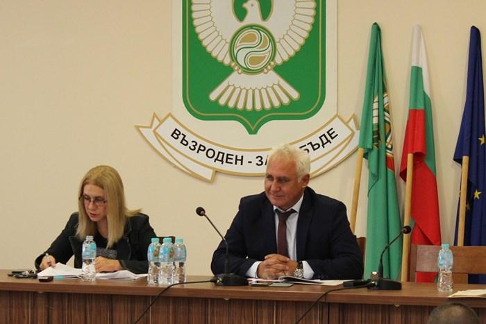 """Общинският съвет в Гълъбово прие декларация в защита на комплекса """"Марица изток""""."""