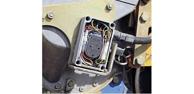 В началото генераторите на трактора, се изисква да предоставят 70 ампера за 12 редови сеялки.