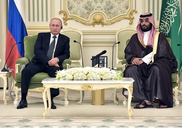 Кремъл: Путин обсъди цените на петрола със саудитските лидери