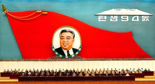 """Ким Ир Сен е обожествяван в родината си и провъзгласен за """"Слънцето на нацията""""."""