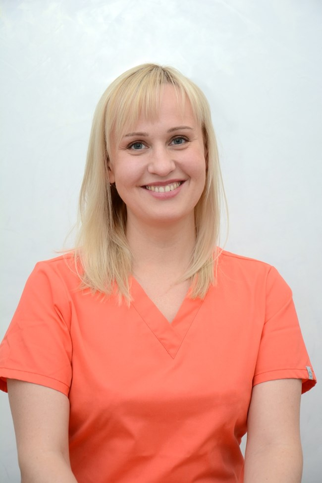 дерматологът д-р Олеся Велинова