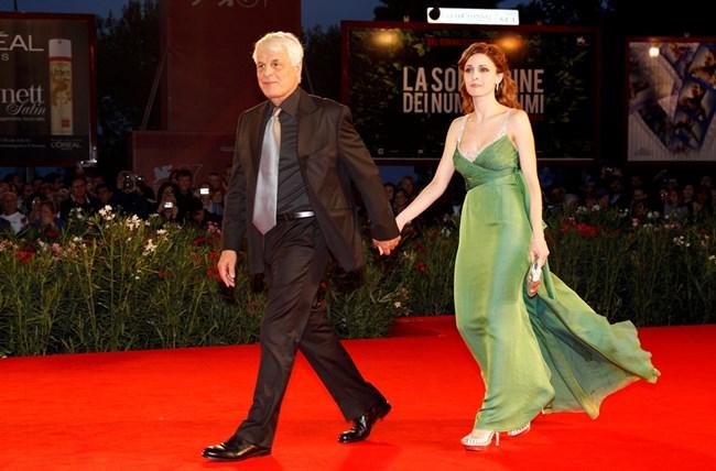 Микеле Плачидо пристига с жена си Федерика на фестивала във Венеция през 2010 г.  СНИМКА: РОЙТЕРС