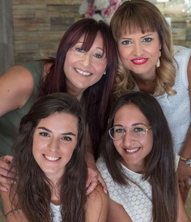 Катерина (долу вдясно) и Мелиса, горе вдясно е майката Джизела Фодера, до нея е Маринела Аланя СНИМКА: ИНСТАГРАМ