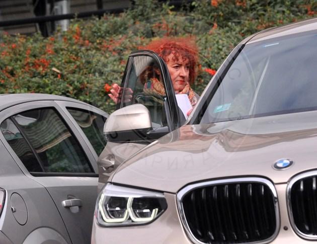 Валя Ахчиева обича хубавите коли