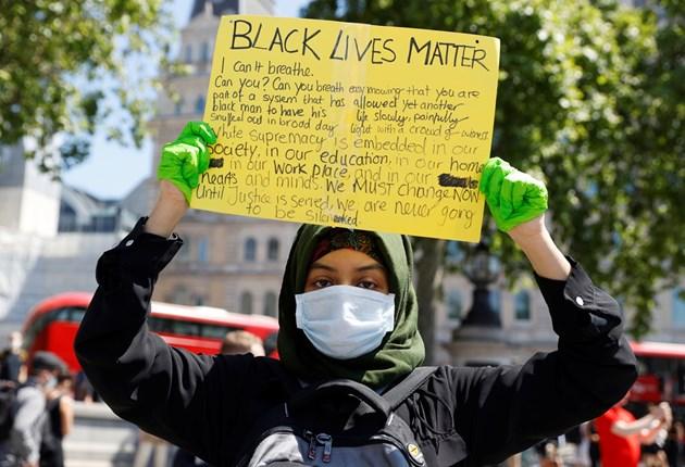 Хиляди на протест в Лондон зарадисмъртта на чернокожия американец Джордж Флойд