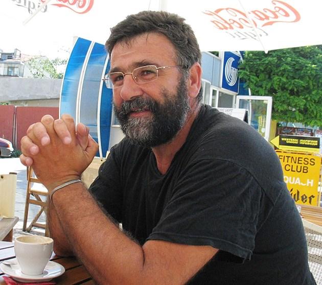 Писателят Христо Стоянов: Откраднаха книгата ми