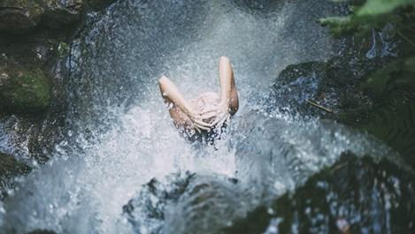 Какво се случва с тялото, ако се къпем преди лягане