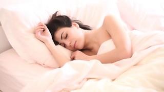 Как да се отървем от подутия корем, докато спим