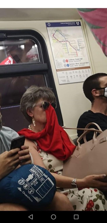 Маските са задължителни само в градския транспорт