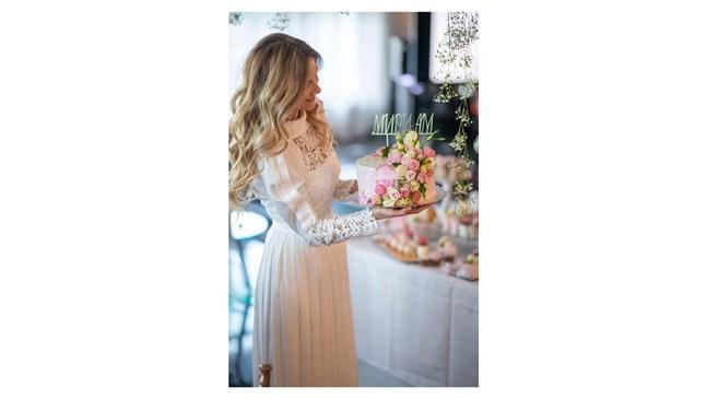 Зейнеб Маджурова празнува рожден ден с торта с името на дъщеря си