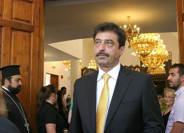 Разпродават хотелите на Цветан Василев