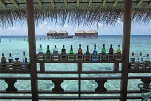 Малдивска дилема: вила на плажа или водно бунгало