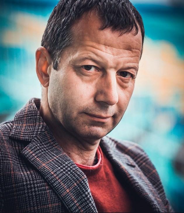 Росен Желязков, писател: Поет къща не храни