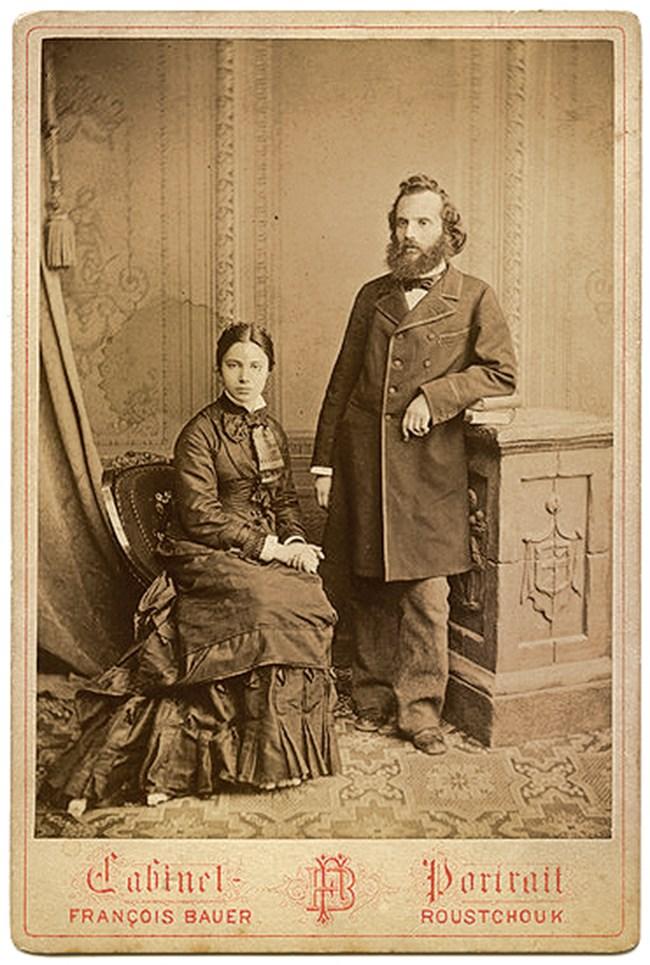 Екатерина се влюбва в Каравелов чак след като ражда първата им дъщеря.
