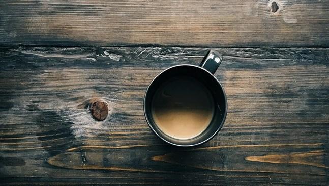 Мога ли да пия кафе, докато кърмя?