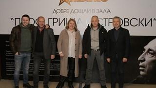 Сестрата на Христо Шопов го режисира в нов театър