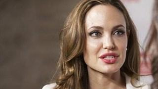 Анджелина Джоли пристигна в Гърция с Киану Рийвс