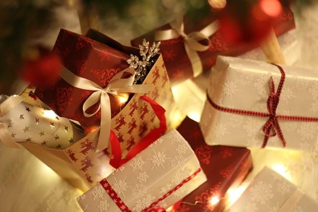 В случай, че се окаже, че финансовото ви състояние не предполага харченето на големи суми пари за подаръци, имате достатъчно време сами да изработите сувенири и изненади за любимите си хора.