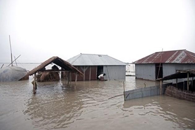 Проливни дъждове в Западна Япония, десетки хиляди трябва да се евакуират