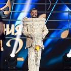 """С имитация на женски образ Стефан Илчев не успя да заблуди Владо Пенев и Азис в """"Маскираният певец"""""""