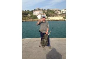 Бай Минчо е оборудван перфектно и за морски риболов въпреки старомодната си бомбарда.