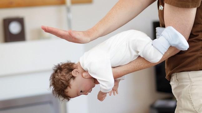 Бебето се задави! Какво да правите стъпка по стъпка
