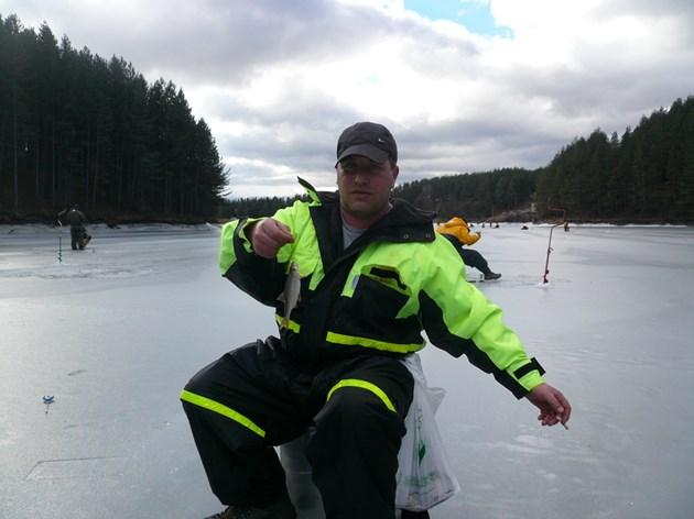Рибарите се качват на леда