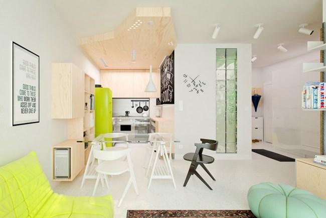 Интересният таван над кухненската зона придава специален чар на дома Снимки design-homes.ru