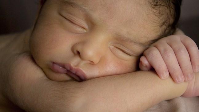 Запушен нос при бебето - как да се справя?