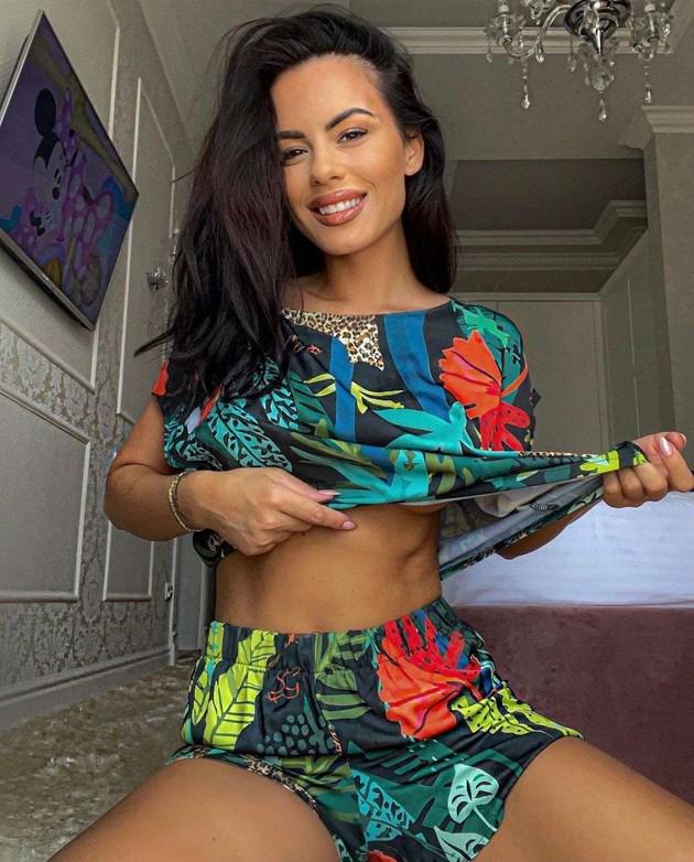 Цвети на Криско с фитнес у дома
