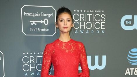 """Нина Добрев сред най-зле облечените на наградите """"Изборът на критиците"""" (Снимки)"""