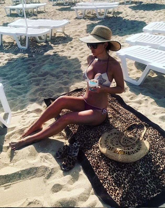 Джена се препържи на плажа