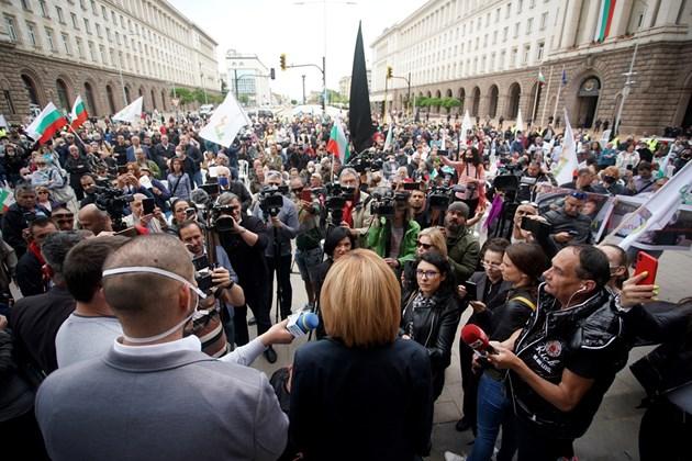 ФОТОГАЛЕРИЯ - Седящ протест пред Министерски съвет