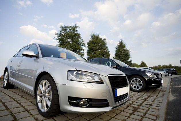 Недостигът на чипове тегли надолу продажбите на нови коли в Германия