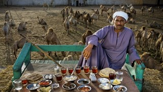 Какво ядат по света (снимки)