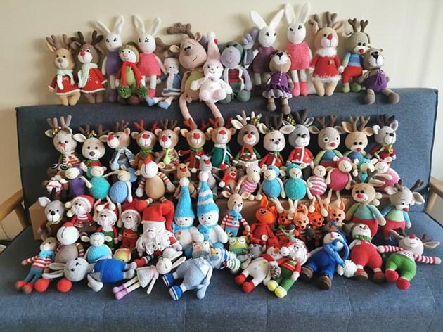 Десетки играчки са изплетени за няколко години