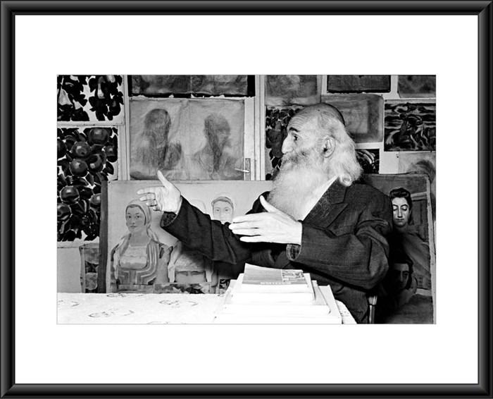 """Снимки от изложбата на Тодор Славчев """"Софийски летописи"""", която може да се види в Националната галерия """"Квадрат"""" 500. На първата снимка - портрет на Владимир Димитров-Майстора"""