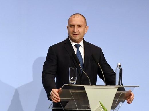 Петков без проблем да е и премиер, но 160 нови депутати могат да пробват импийчмънт за Радев (Обзор)