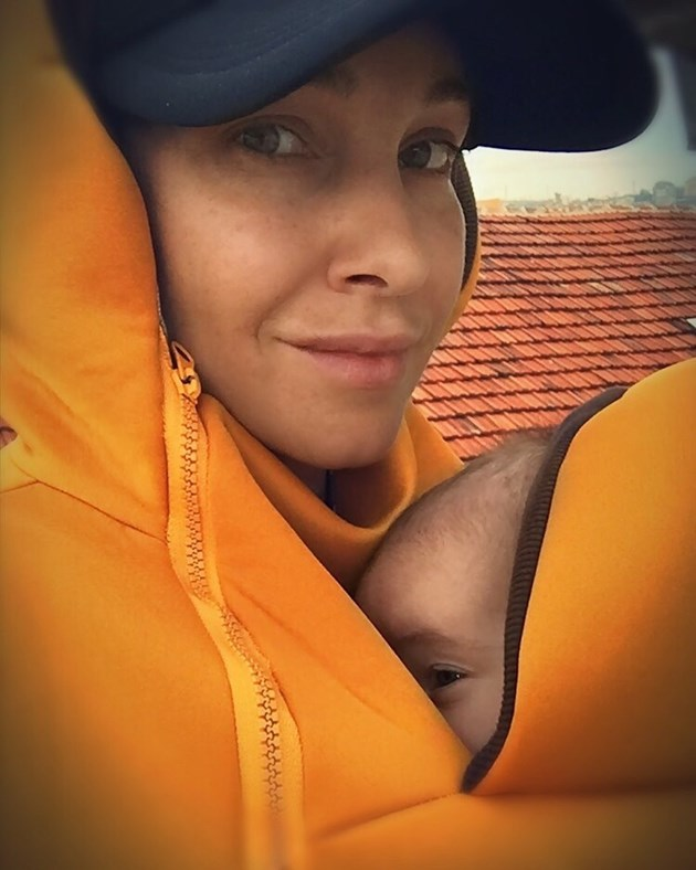 Алекс Раева показа бебето